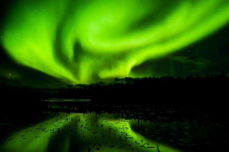 Are you planning to see the Northern Lights this winter? Here are our 8 tips to get most out of your adventure!